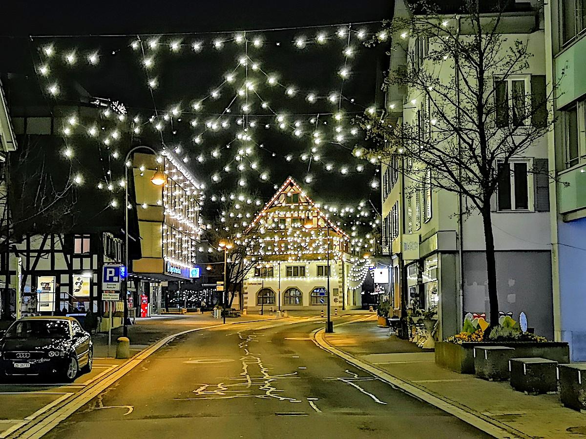 Etwas für Freunde der klassischen Weihnachtsbeleuchtung: Baar