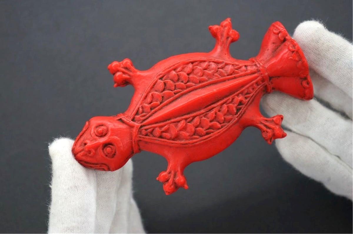Kröte aus Wachs aus dem 20. Jahrhundert: Das Tier war Sinnbild für die Gebärmutter und wurde von Frauen mit Unterleibsbeschwerden als Votivgabe in Kirchen dargebracht.