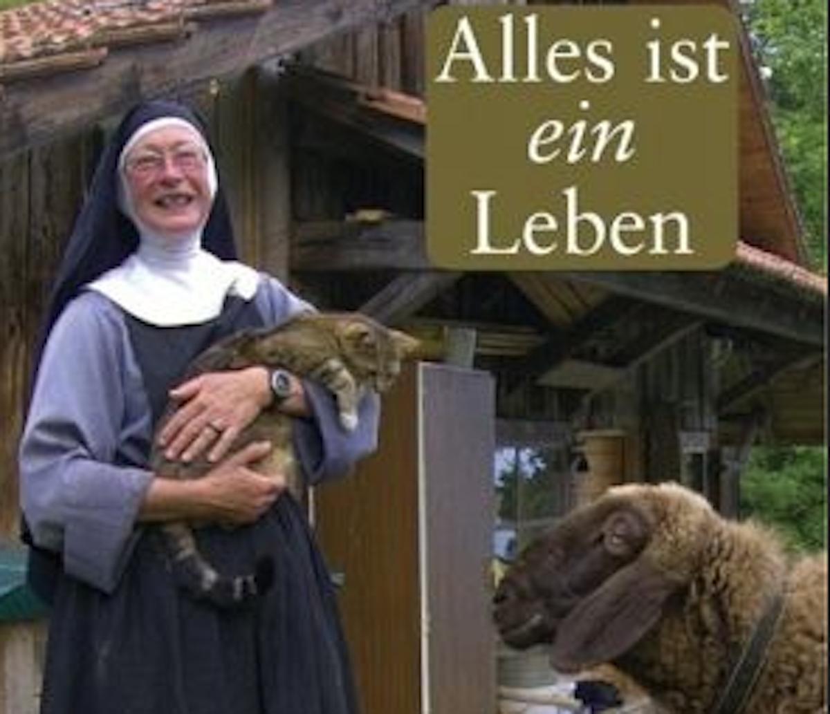 So herzlich lacht Schwester Theresia vom Cover ihres Buches.