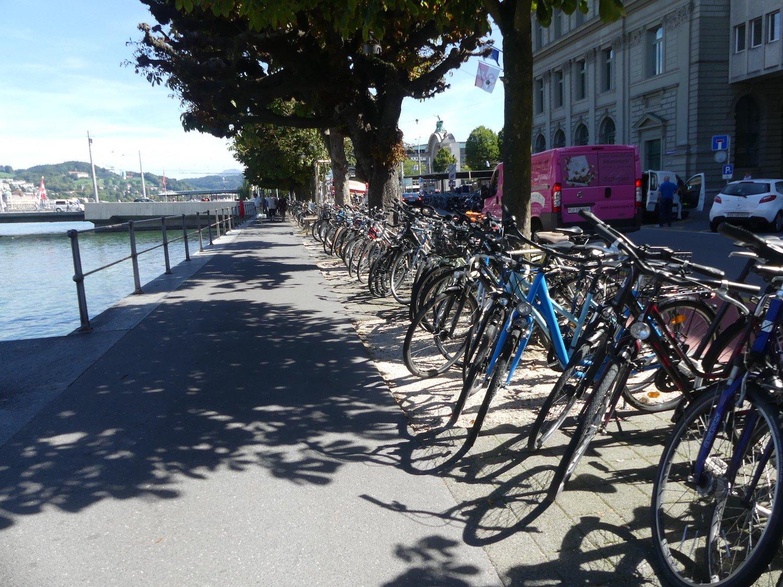 Velo Fahrrad Bahhof Luzern Bahnhofstrasse Chaos Parkplatz