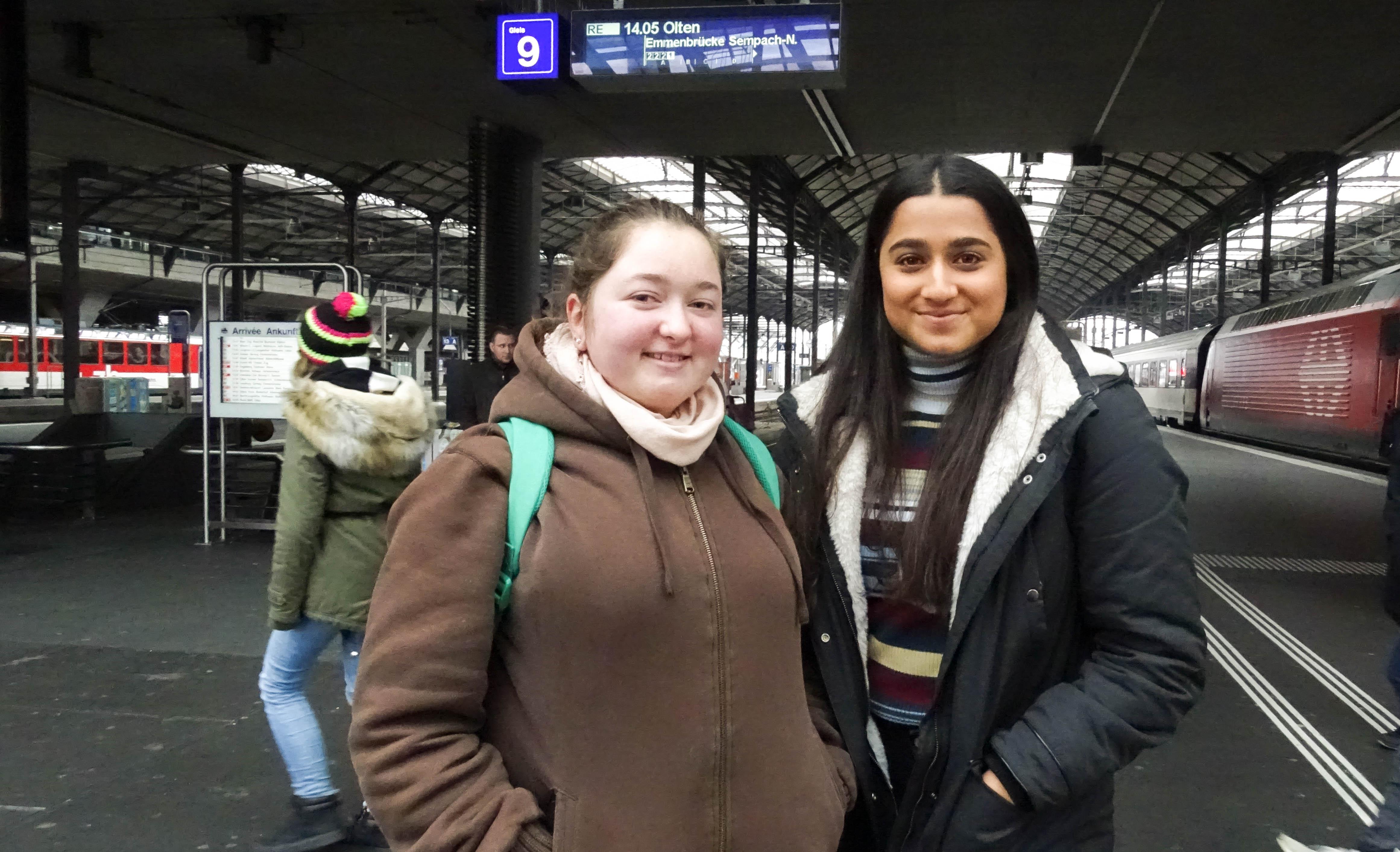 Wer Pelz trägt, sucht nach Ausreden, sagt Arya Akyildiz mit ihrer Kollegin Larissa Gisler.