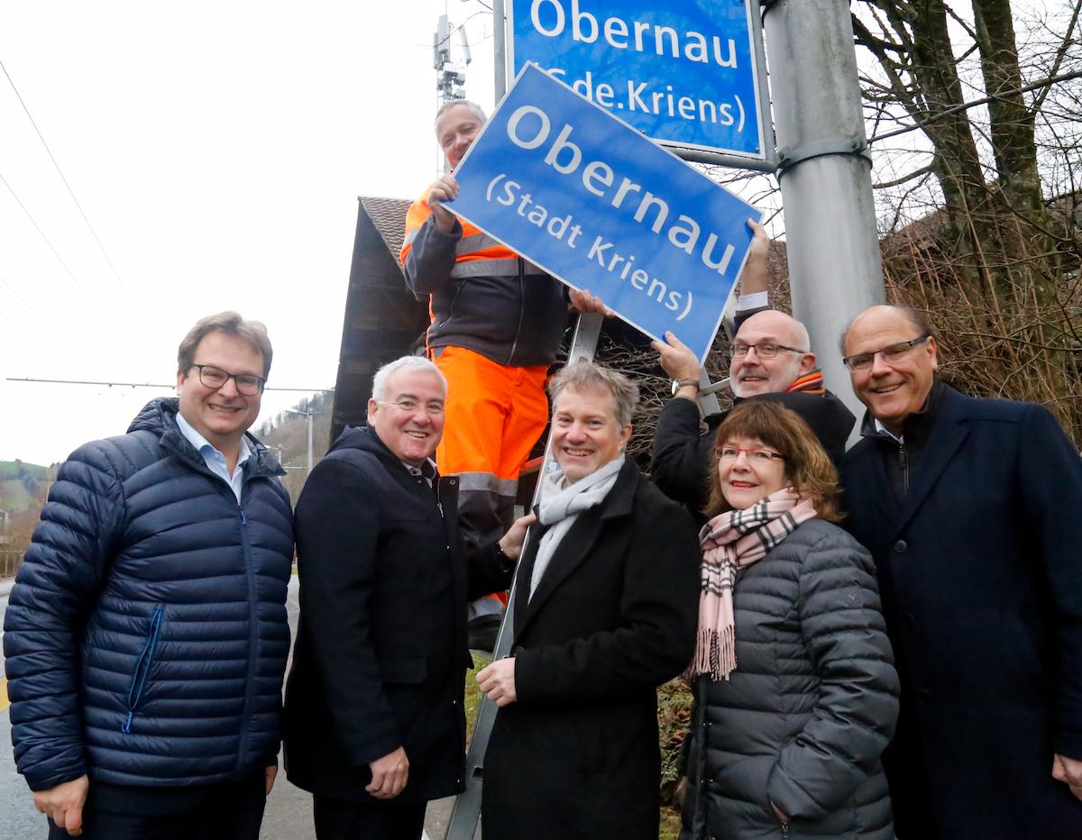 Der Krienser Stadtrat markiert das neue Stadtgebiet.