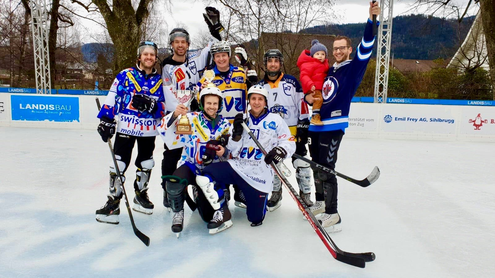 Die Plauschgruppe «schüsse passe jasse» gewann den Ägeri Hockey Cup.