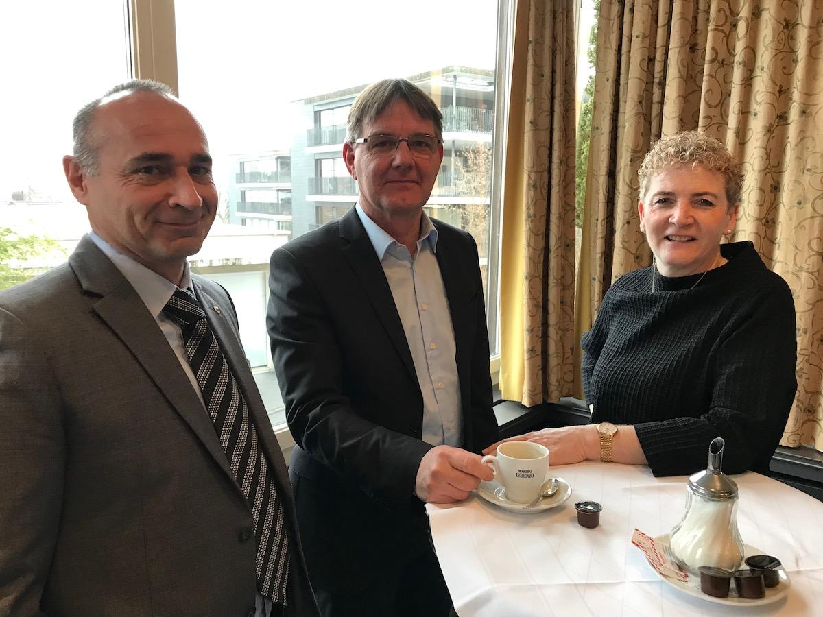Wahlkampfleiter Jean Luc Mösch, Fraktionspräsident Thomas Meierhans sowie CVP-Vizepräsidentin Monika Barmet an der Dreikönigskonferenz.