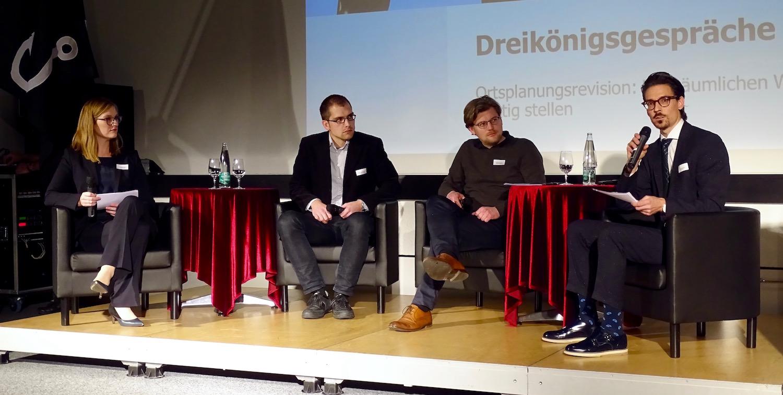 Christine Bopp, Basil Oberholzer, Patrick Schoeck diskutierten unter der Leitung von André Gassmann