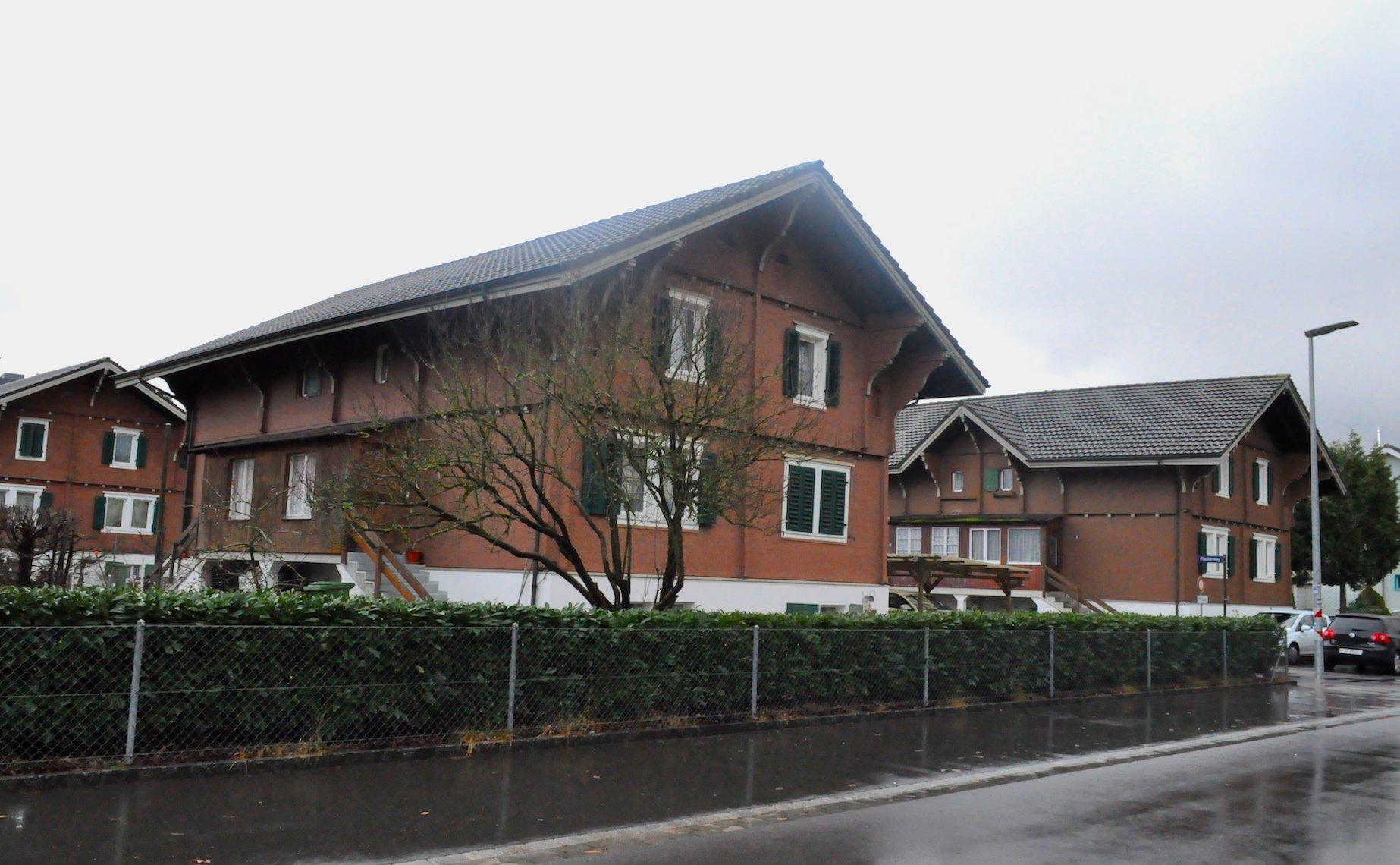 Vorarbeiterhäuser am Fliederweg.