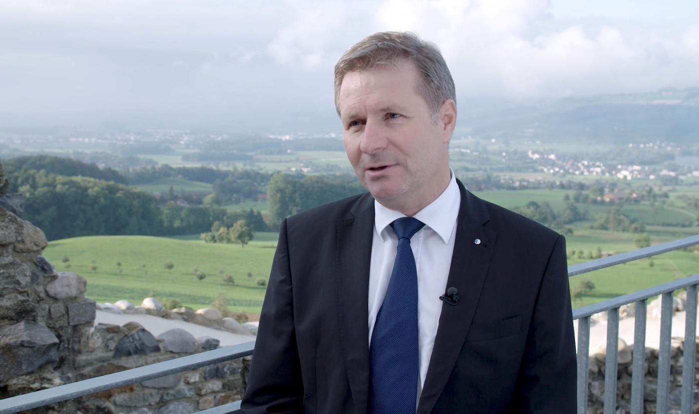 Regierungsrat Marcel Schwerzmann auf der Burgruine in Lieli hat viele Auftritte – und kommt gut weg.