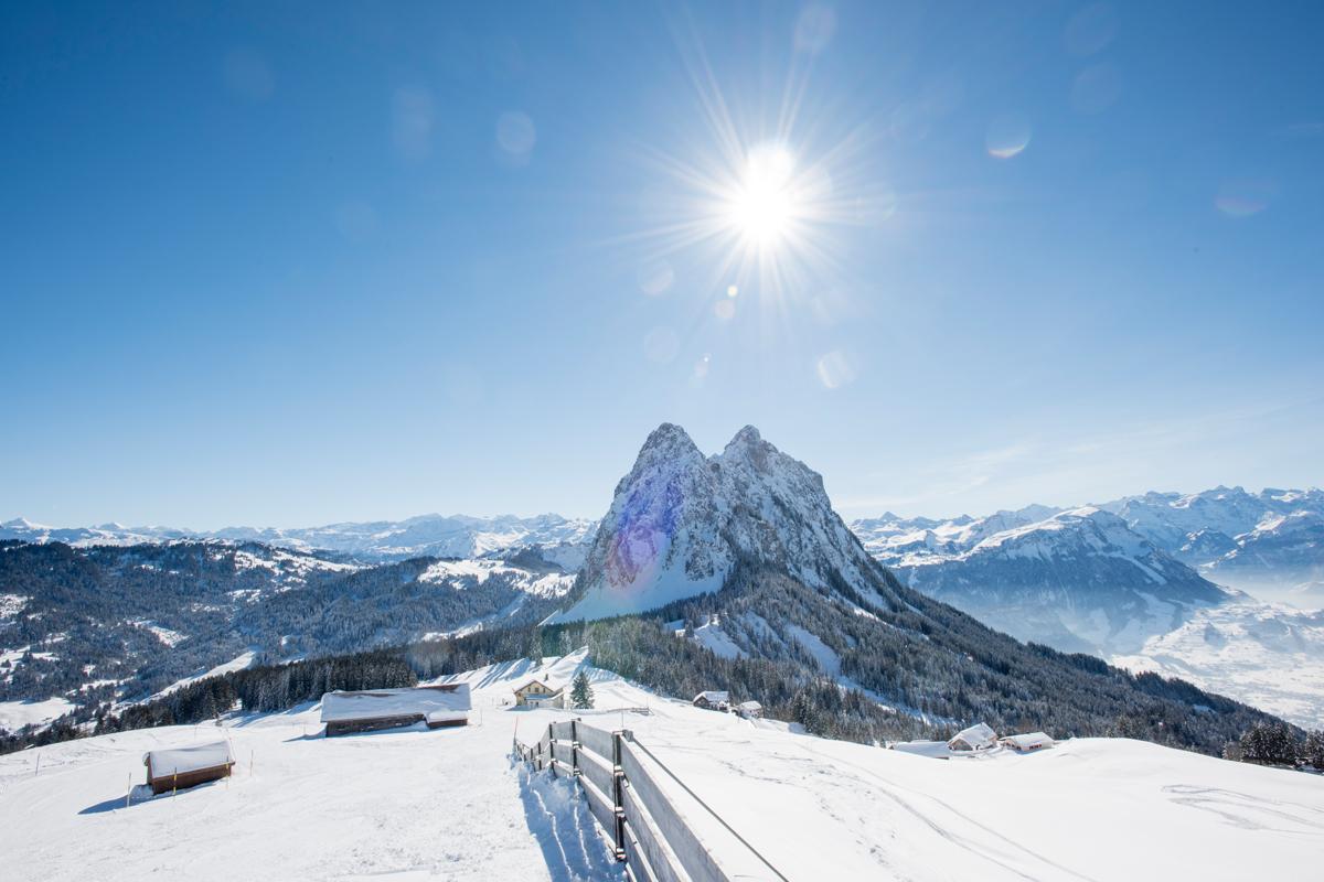 Gemütliche Atmosphäre auf der Piste, in den Berg- Restaurants, beim Schneeschuhlaufen und Winterwandern