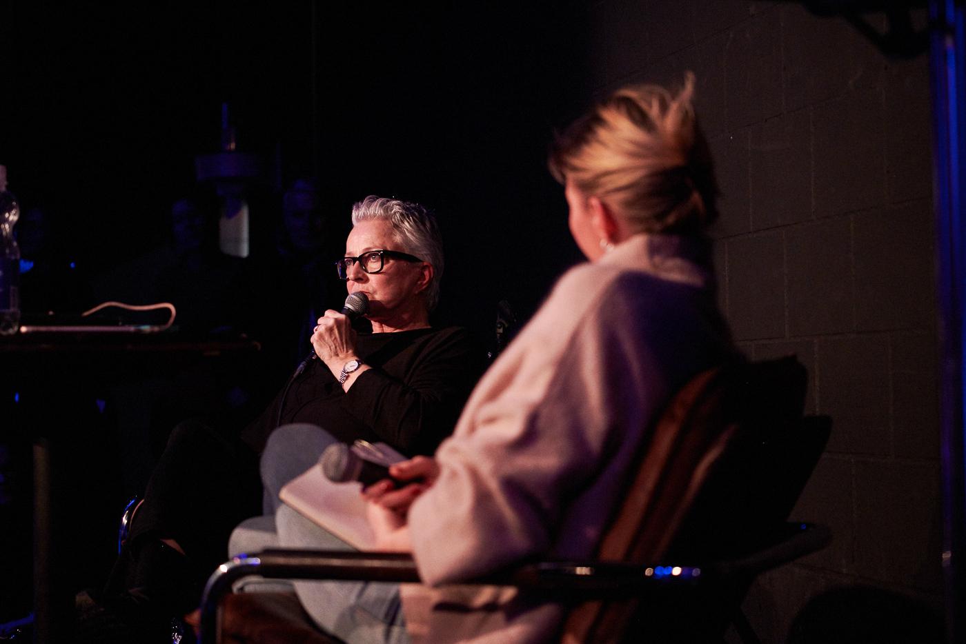 Die amerikanische Sexologin Maggie Tapert (links) im Gespräch mit Michèle Binswanger im Südpol-Club.
