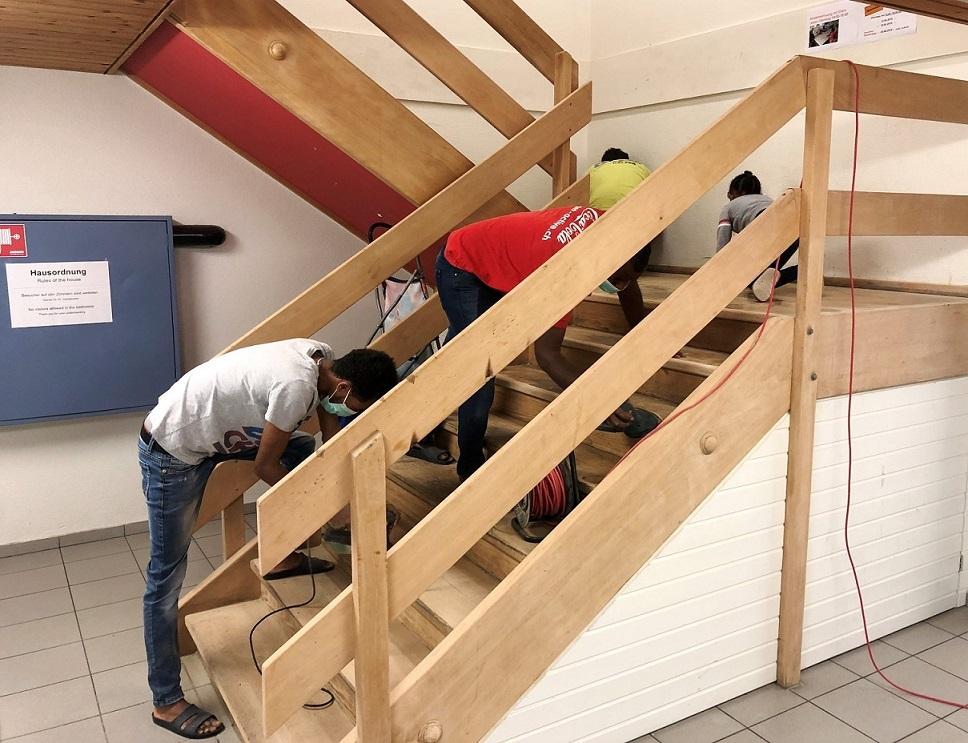 Im letzten Jahr renovierten die Bewohner die Treppe des Hauses.