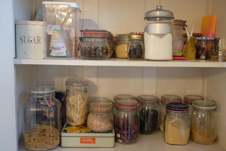 Lebensmittelvorrat beinahe ohne Plastikverpackungen