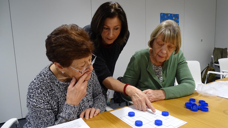 Beatrice Hinny erklärt eine Strategie mit der sich diese Aufgabe lösen lässt.