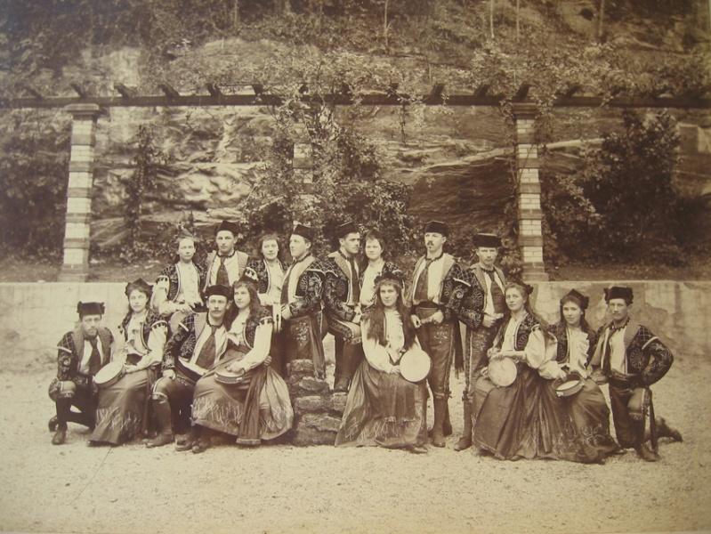 Dieses Bild entstand 1895 (!) am Fritschiumzug. Bild: Caspar Hirsbrunner