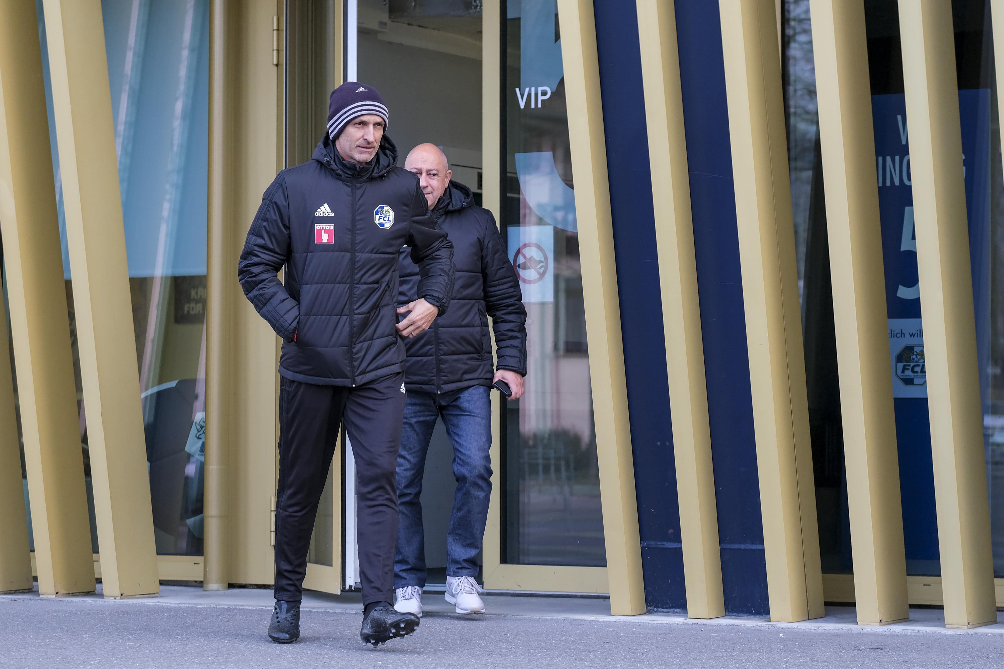 Trainer Thomas Haeberli und Team-Manager Dante Carecci beim Verlassen der FCL-Geschäftsstelle.