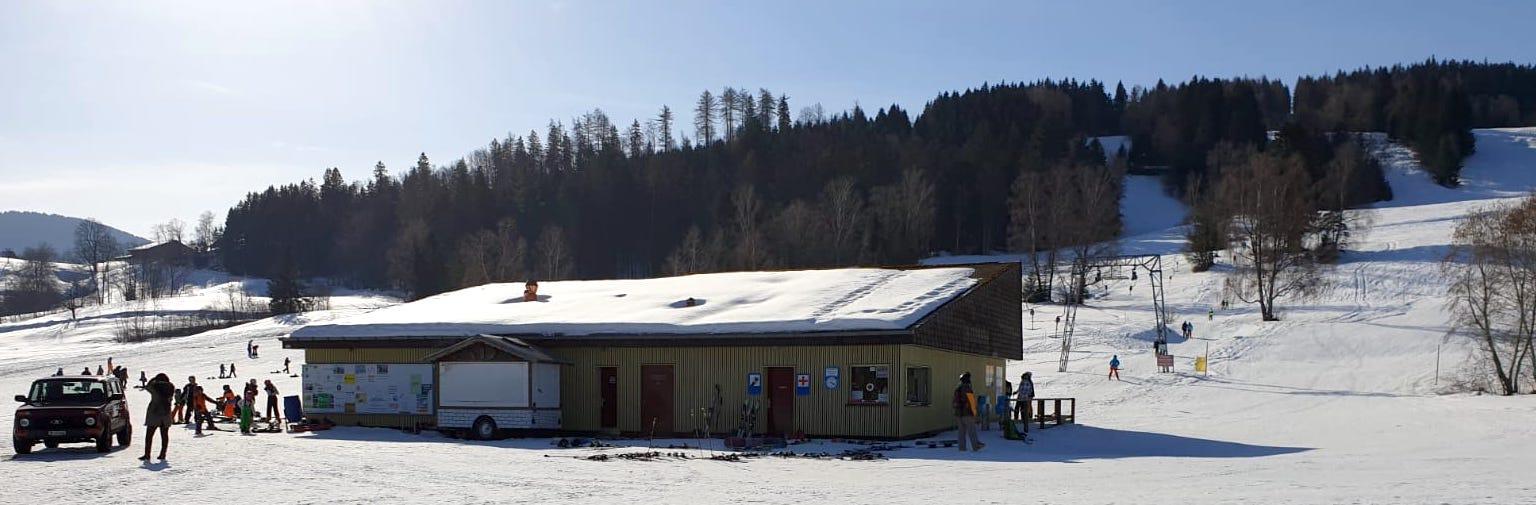 Talstation des Skilifts Nollen auf 765 Meter über Meer.