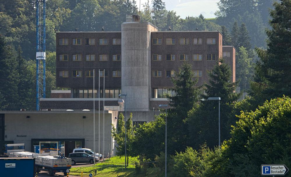 In der Sicherheitsabteilung der Strafanstalt Bostadel in Menzingen ZG entschloss sich der Häftling Martin Tobler* zu seinem Hungerstreik