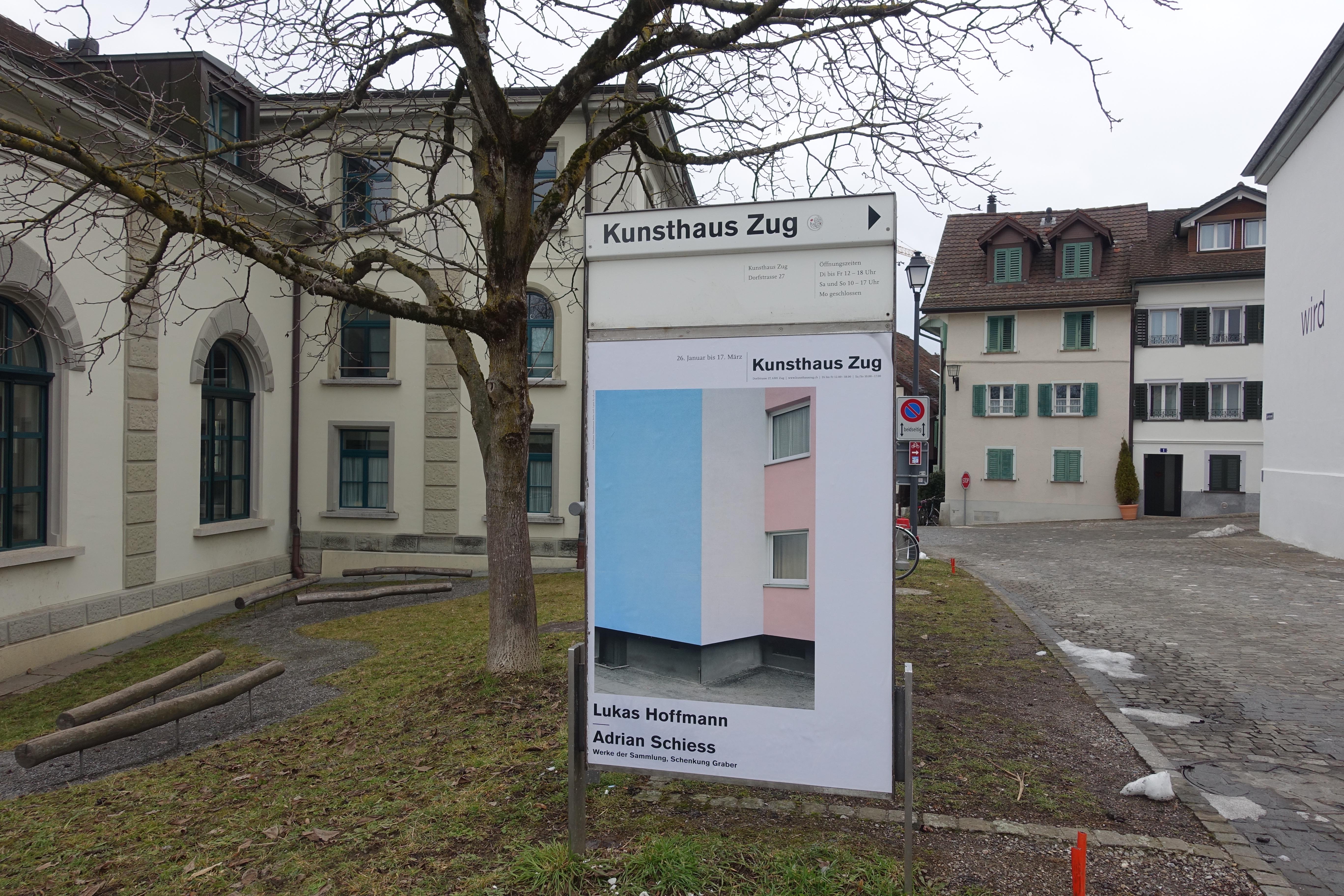 Die Kunst kompensiert atmosphärische Defizite im Ortsbild.