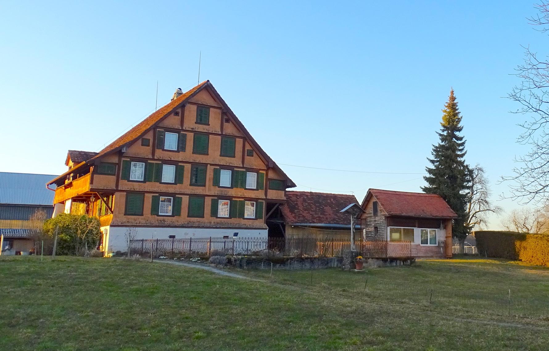 Das Haus Letzi 1 in Zug wurde im Kern 1604 oder kurz danach errichtet.