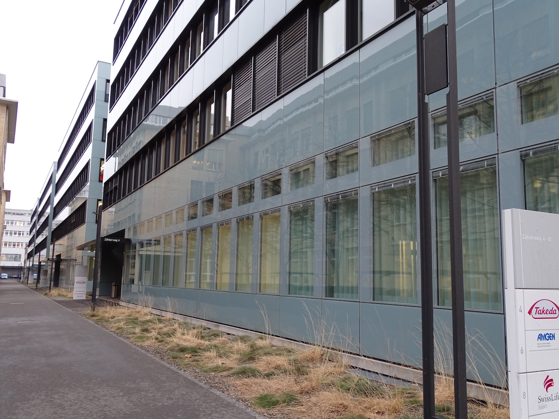 Takeda teilt sich manche der Gebäude mit Firmen wie Swiss Life oder Amgen.