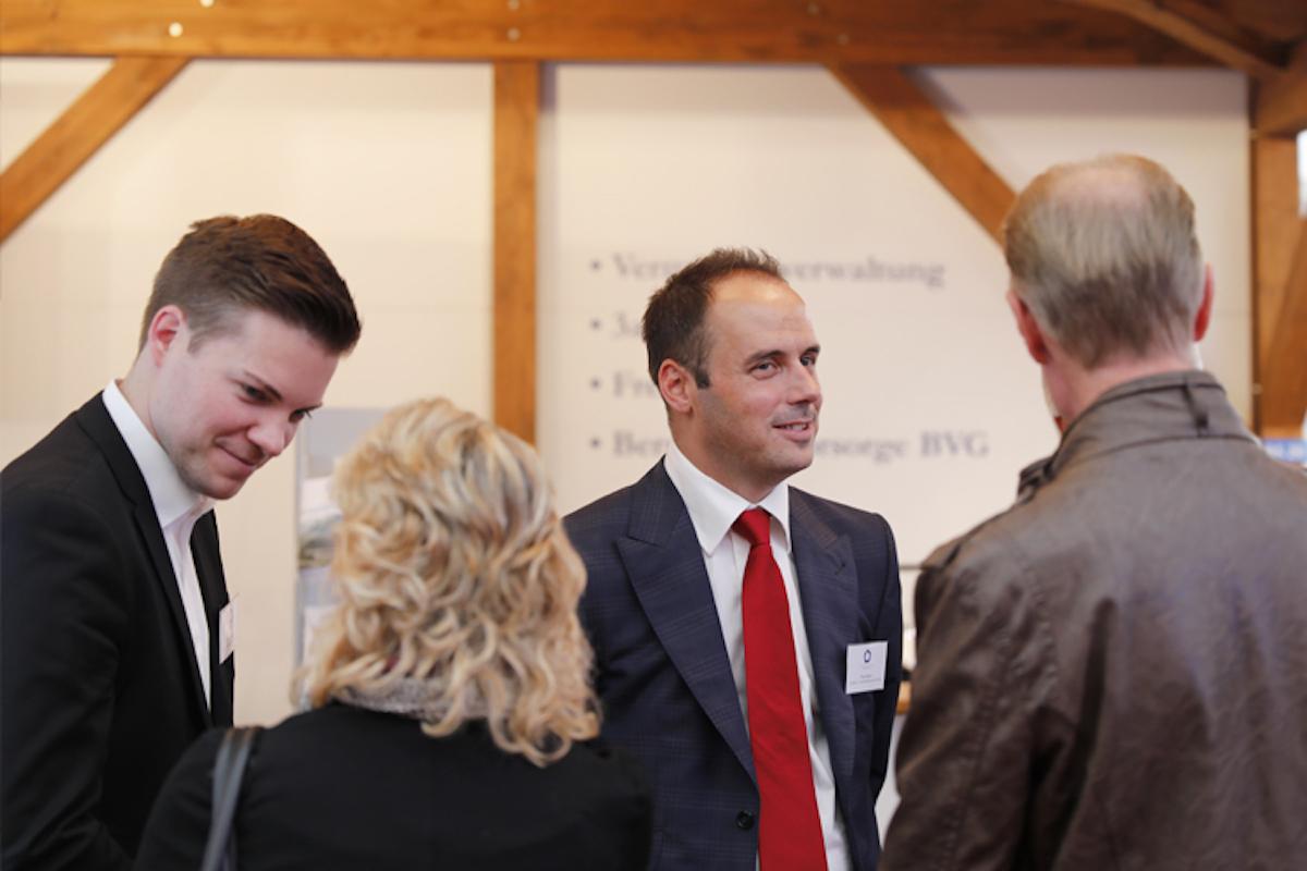Timo Dainese (Zweiter von rechts) ist Gründer von Zugerberg Finanz.