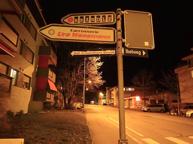 Der ersten Zuger Regierungsrätin, Ruth Schwerzmann, haben die Aktivistinnen eine Strasse gewidmet.