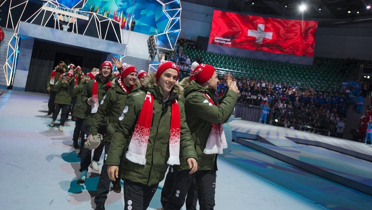 Einmarsch der 100-köpfigen äusserst erfolgreichen Schweizer Delegation.