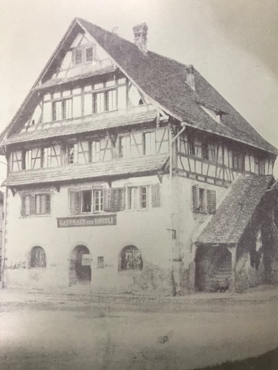 Wer nicht regieren mochte, der ging trinken. Früher lag das «Rössli» eingebettet im Rathaus.