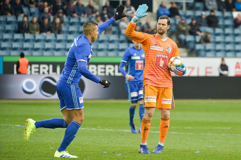 Wieder ein Tor verhindert: FCL-Abwehrturm Lucas Alves und Goalie-Oldie David Zibung gratulieren sich zur guten Arbeit.
