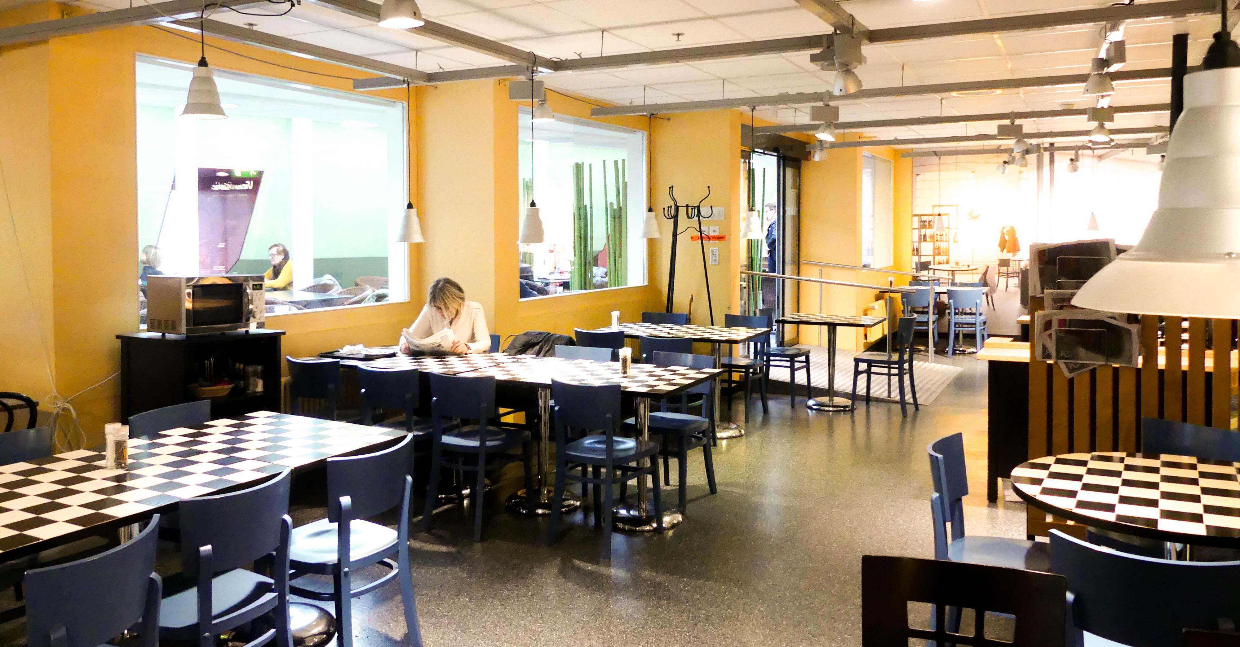 Küche, Gastraum, Kinderspielecke und Toiletten: im Coop Restaurant an der Rössligasse tut sich im Sommer so einiges.