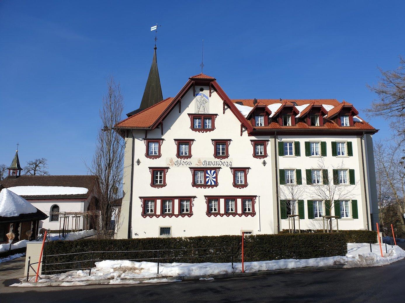 Schloss Schwandegg: Vor 100 Jahren Kuranstalt, jetzt Hauptquartier der Piusbrüderschaft.