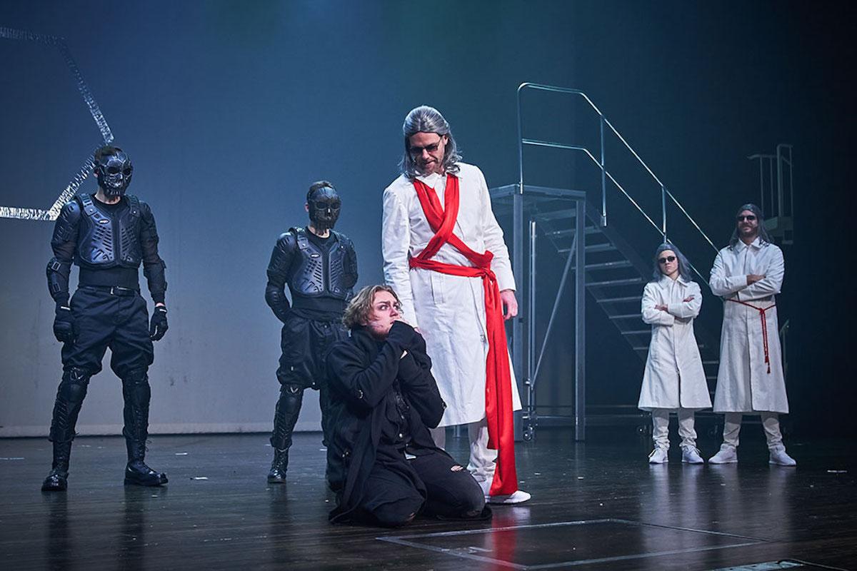 Mehr als Held und Verräter: Die Figuren zeigen im Le Théâtre mehr Tiefe als erwartet.