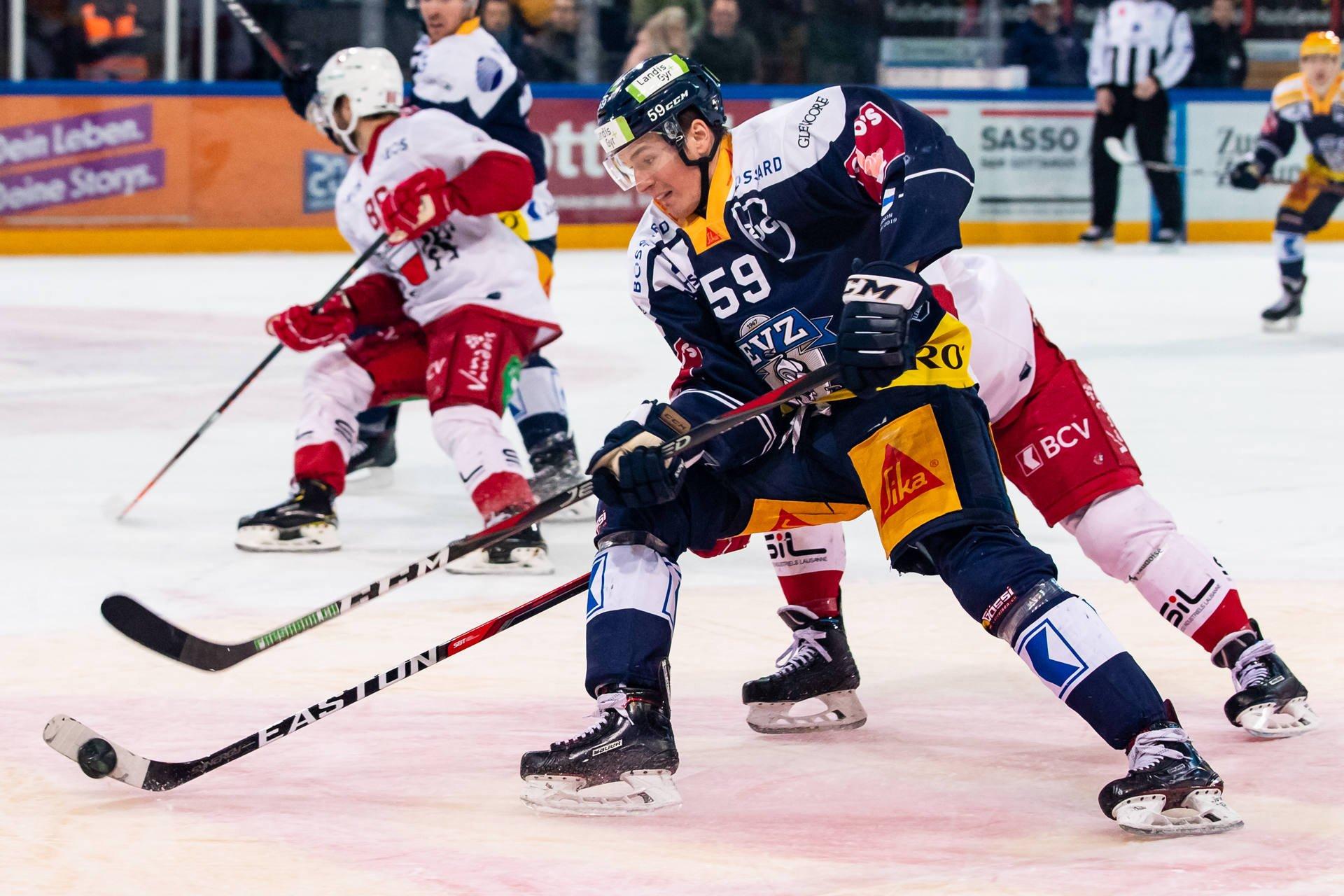 EVZ-Stürmer Dario Simion im Heimspiel gegen den Lausanne HC.