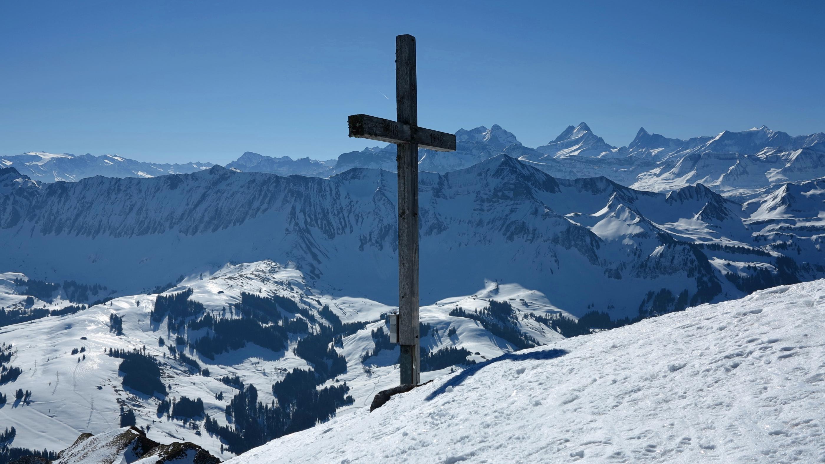 Der Schibegütsch bietet eine schöne Aussicht in die Berner Hochalpen.