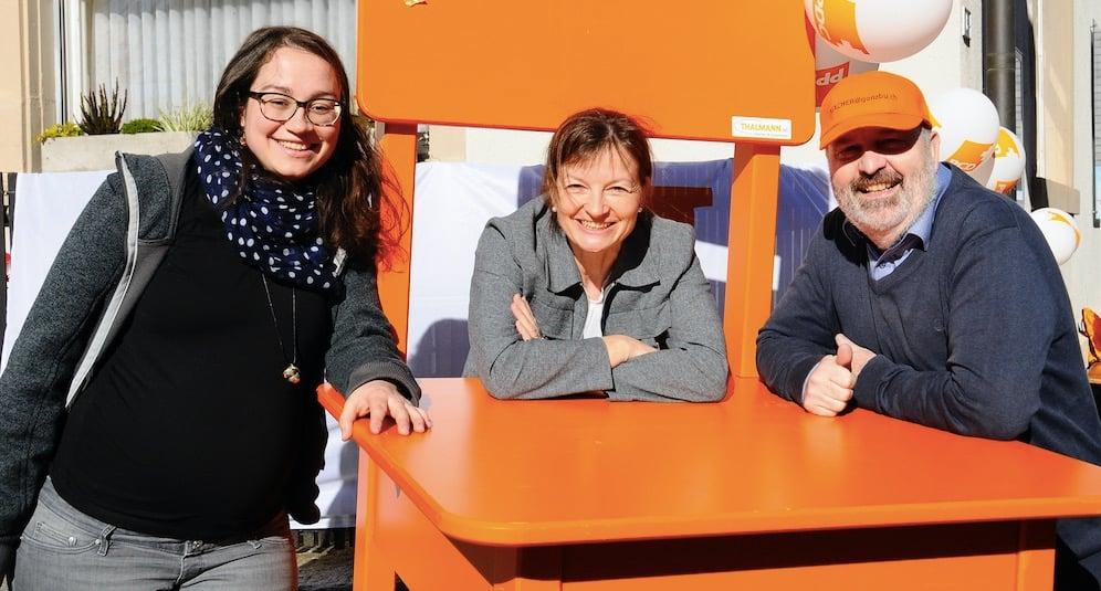 Ramona Thalmann-Hüsler (links) mit deutlich sichtbarem Babybauch an einer Wahlveranstaltung in Beromünster.