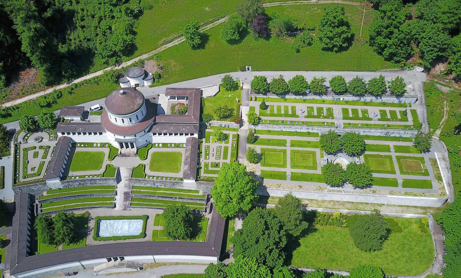 Das alte Krematorium mit grosszügiger Gartenanlage.