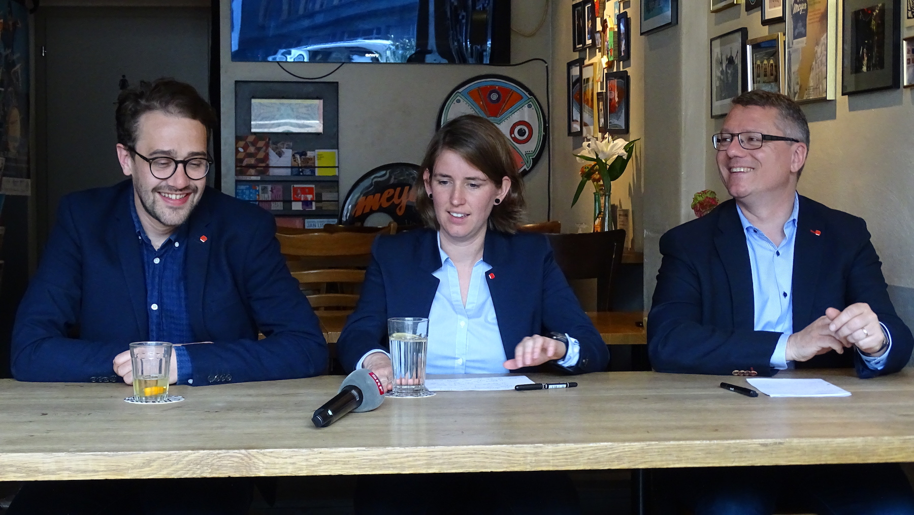 Jörg Meyer (rechts) informierte zusammen mit Parteipräsident David Roth und Vize-Präsidentin Priska Lorenz über den Entscheid.
