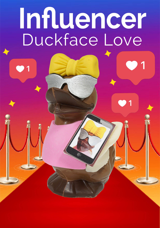 Unsere Gewinnerin aus dem Ideenwettbewerb: Perfekt gestylt und schön ins Szene gesetzt mit einem unverkennbaren Duckface. Für alle Influencer - oder die, die es werden wollen.