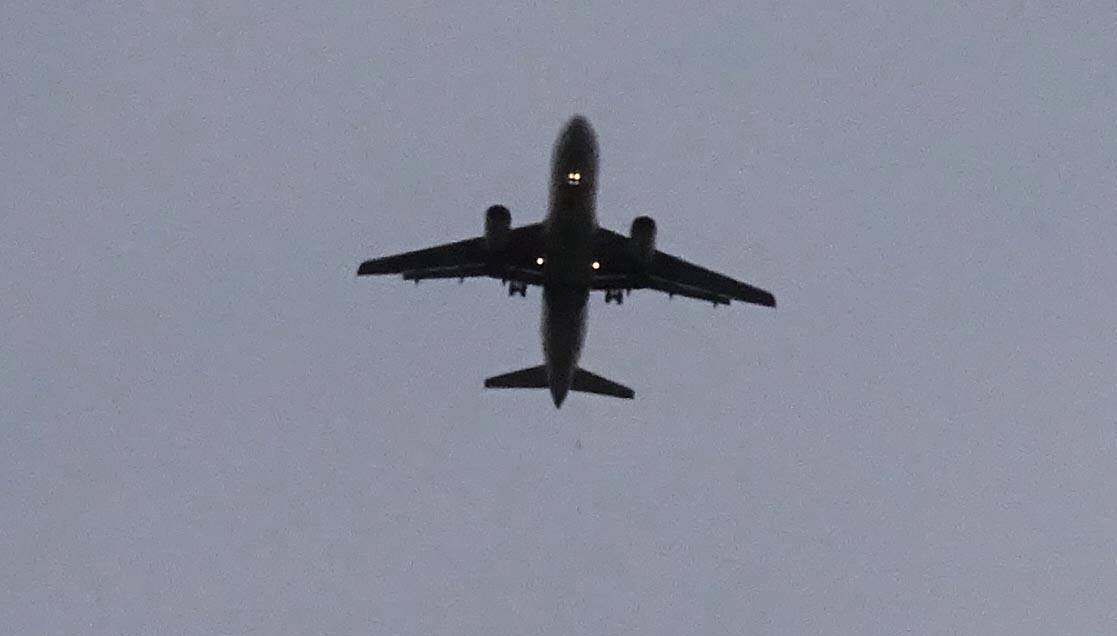 Ein weiteres Flugzeug, das kurz vor 18 Uhr den Flugplatz Emmen ansteuerte.