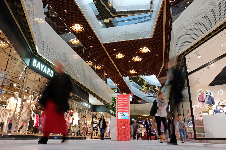 Blick in die Mall of Switzerland. Über die Ostertage gibt es hier viele Überraschungen zu entdecken.