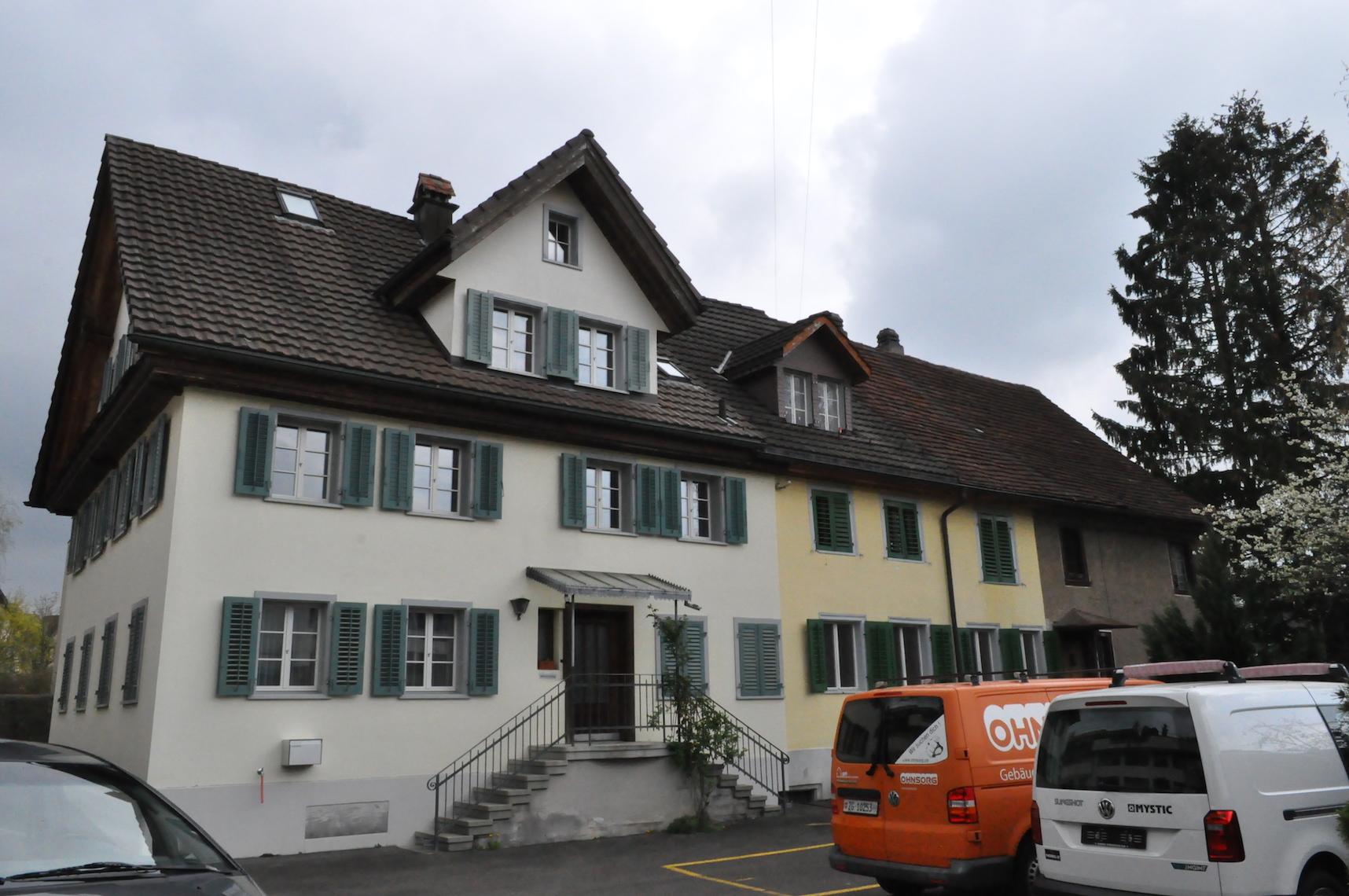 Dreifachhaus an der Rigistrasse und Leihgasse in Baar.