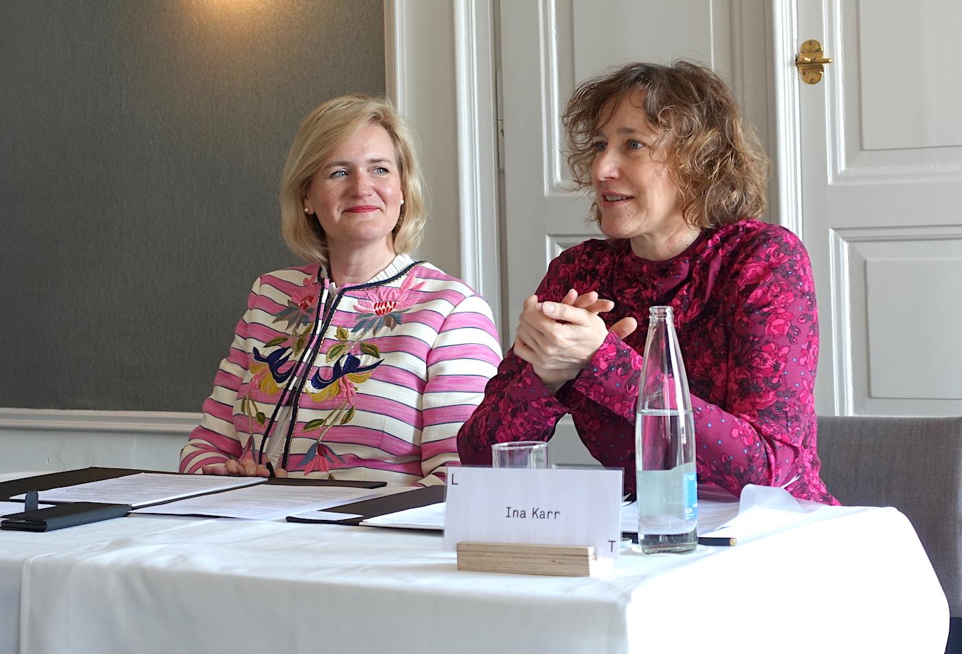 Die designierte Intendantin Ina Karr (rechts) mit Stiftungsratspräsidentin Birgit Aufterbeck Sieber.
