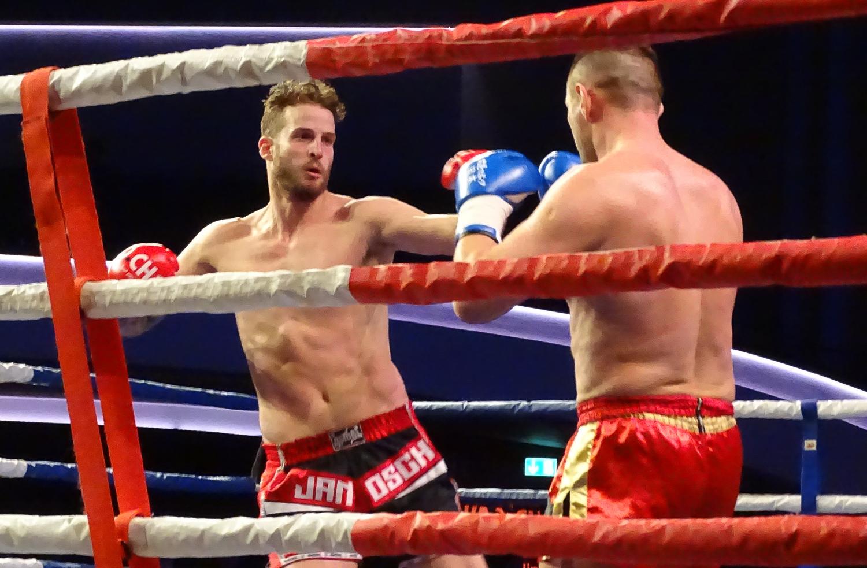Es war ein intensiver Kampf über drei Runden zwischen Janosch Nietlispach und Petar Majstorovic.