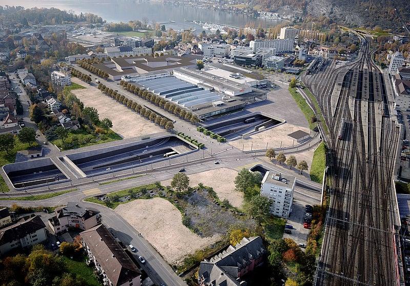 Beim Bahnhof Biel ist ein Autobahnanschluss mit mehrstöckigem Kreisel geplant. Die Gegner möchten auf den Anschluss verzichten und die Autobahn in einem Tunnel führen (Visualisierung: Kanton Bern)