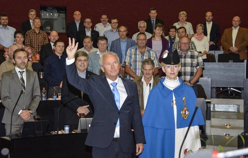 Vor vier Jahren schaffte Paul Winiker für die SVP den Einzug in die Regierung. Hier wird er vereidigt. Im Hintergrund die SVP-Fraktion und Teile der FDP-Fraktion (oben rechts).