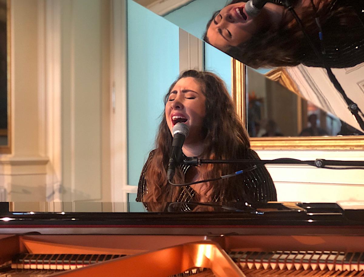 Spielt auch Klavier: Ruthanne, die schon Songs für Britney Spears schrieb.