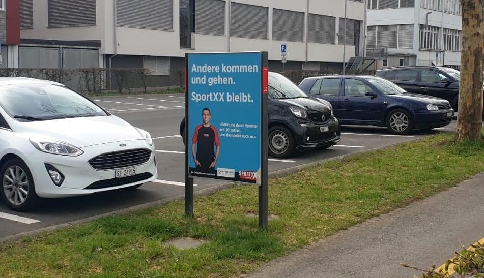 Plakataktiion der Migros-Tochter Sport-XX in Baar.