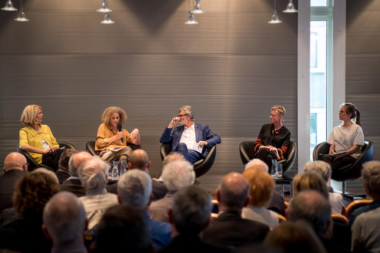Die Podiumsrunde (von links): Eliane Birchmeier, Anna Schindler, Moderator Marco Meier, Mary Sidler und Alice Hollenstein.
