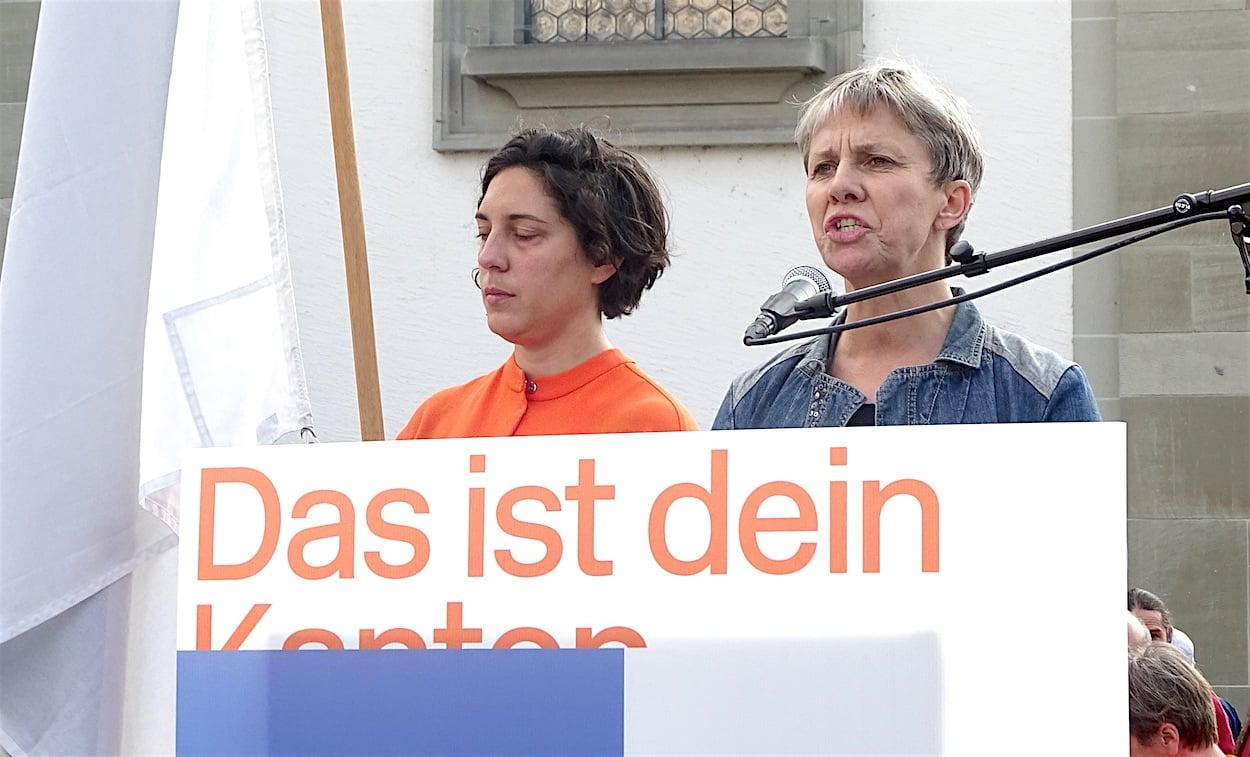 Schauspielerin und Regisseurin Ursula Hildebrand hielt eine kämpferische und bewegende Rede.