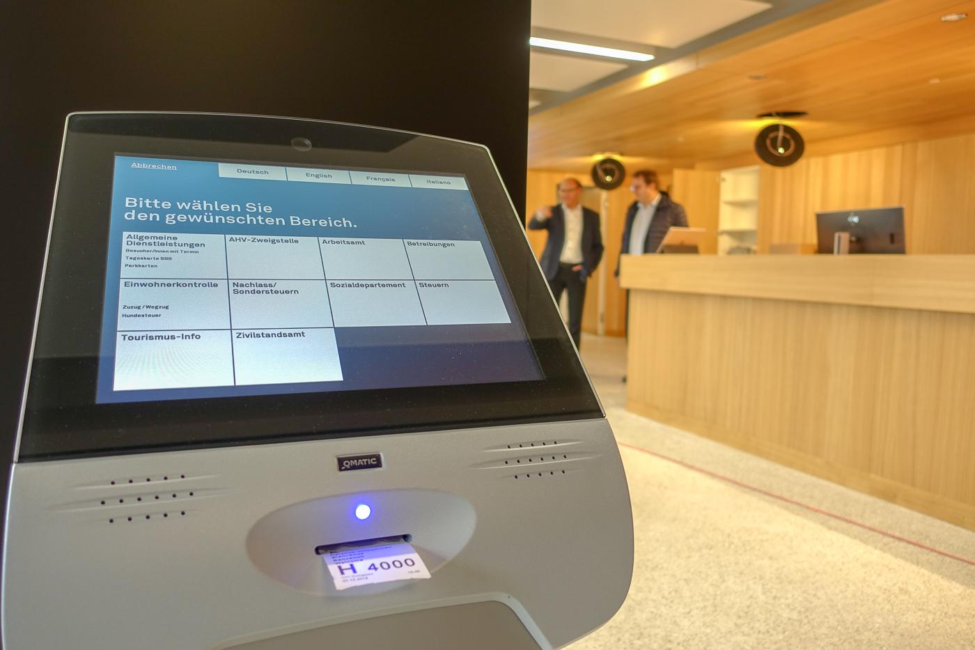 Das Stadtbüro mit Ticket-System ist die zentrale neue Anlaufstelle für sämtliche Dienstleistungen der Stadt Kriens.