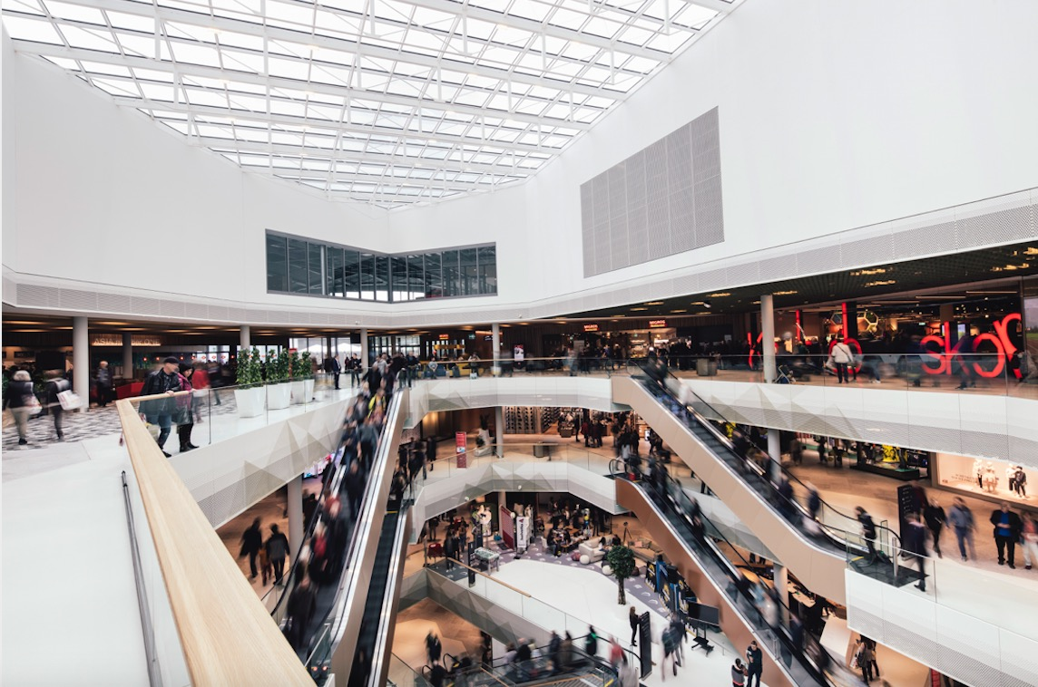 Blick in die Mall of Switzerland. Bereits vor dem Muttertag gibt es in der Mall tolle Preise zu gewinnen.